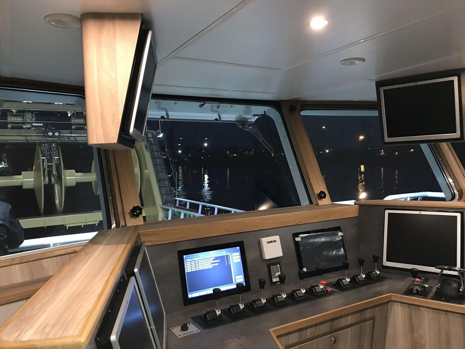 fishing-vessel-interiors-manufacturer-drewnauta_polar_60